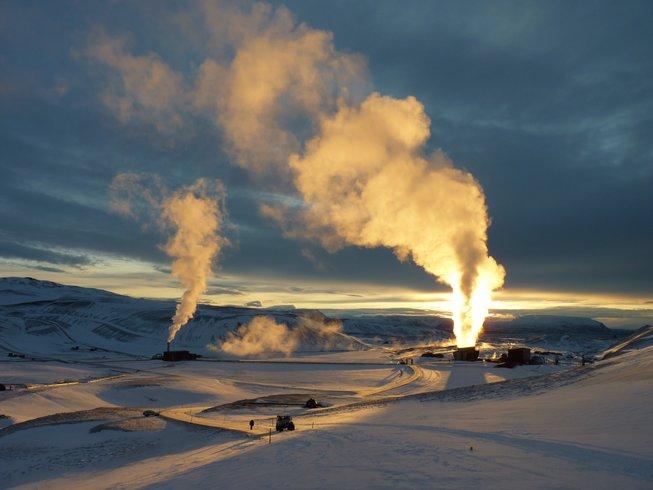 6 Days Winter Hiking and Yoga Retreat in Akureyri, Iceland