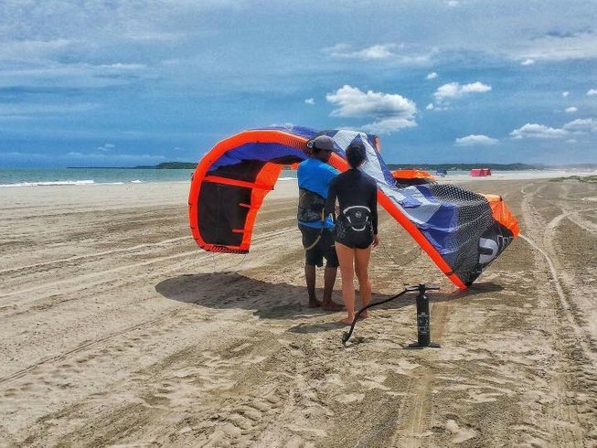 6 Days Beginner Kitesafari and Surf Camp Colombia