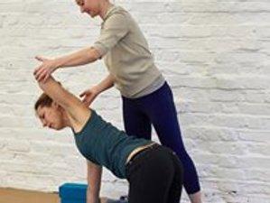 4 Tage Tief Nährender, Scaravelli-inspirierter Vinyasa und Restorative Yoga Retreat in Wales
