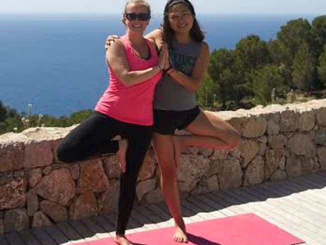7 Days All-Inclusive Paddle and Beach Yoga in Mallorca