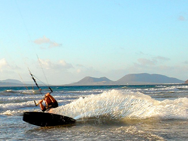 7 Days All-Level Kitesurfing Surf Camp Lanzarote