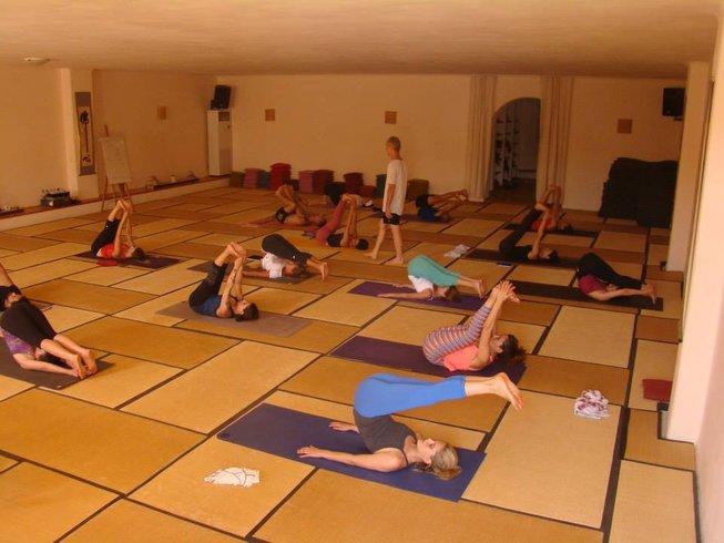 7-Daagse Ashtanga Yoga Retraite met Chuck Miller in Paros, Griekenland