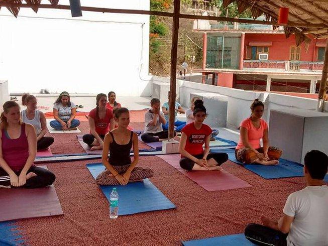 28 jours-200h de formation de professeur de yoga traditionnelle à Rishikesh, Inde