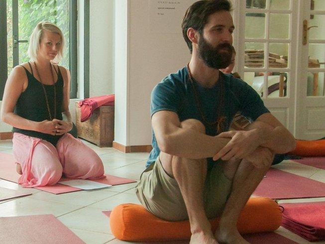 22 días, 200 horas profesorado de yoga con la Yoga Alliance en Tenerife, España