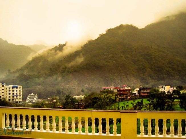 8 Days Luxurious Yoga Retreat in Rishikesh, India