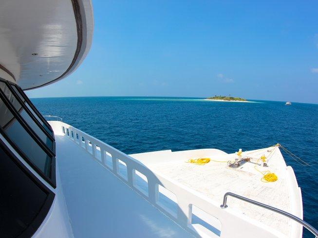 11 Days Surfari Surf Camp Maldives