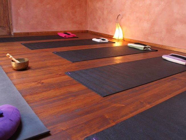7 Days Refresh, Renew Yoga, and Juice-Cleanse Retreat in Oleiros, Portugal