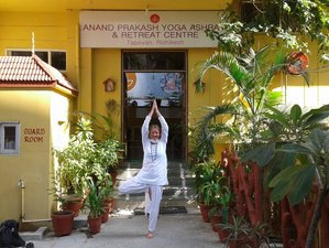 14 Tage Intensives Yoga Retreat im Ashram in Rishikesh mit Ausflug nach Varanasi