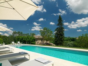 4 Day Luxury Yoga Retreat With Natural Cosmetics Workshop in Le Marche