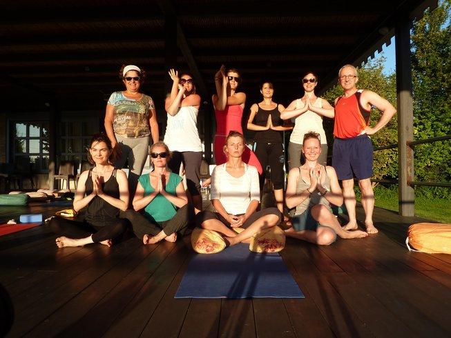 Dolce Vita Yoga Vacation avec Anne Vandewalle - BookYogaRetreats.com 16d9900ad66