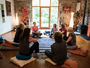 3 Days September Sanctuary Healing Weekend Meditation And Yoga Retreat In Uk Bookyogaretreats Com