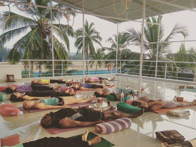 13 Tage 100-Stunden Yogalehrer Ausbildung in Goa, Indien