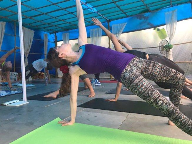 21 Tage 200-Stunden Vinyasa Yogalehrer Ausbildung in Goa, Indien