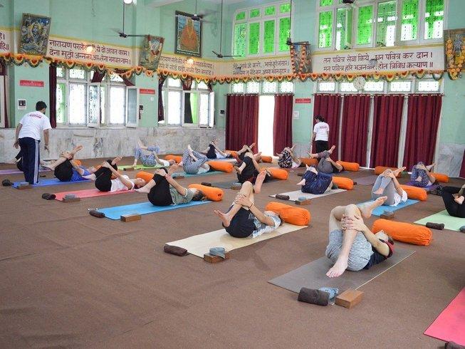 31 Daagse 200 Uur Ashtanga, Hatha, Iyengar Yoga Teacher Training in Rishikesh, India