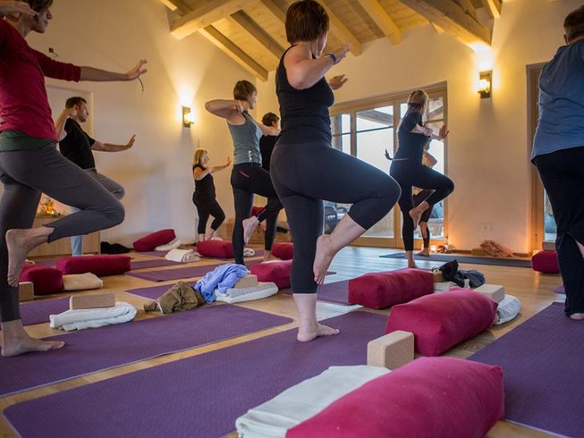 yoga meditation experience Rooftop yoga & meditation - soundoff experience i am excited for this one -- we have special soundoff headphones for this class that cancel out all outside noice no more sounds of traffic or outside distractions in this class.