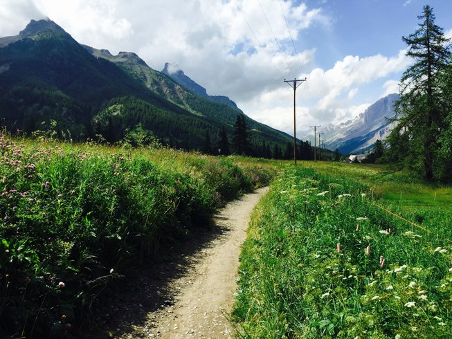 8 Days Hiking and Yoga Retreat in Auris, France