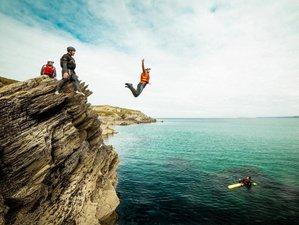 2-Daagse Surf, Coasteering en Avontuurlijke Vakantie met Wildkamperen in Cornwall, Verenigd Koninkrijk