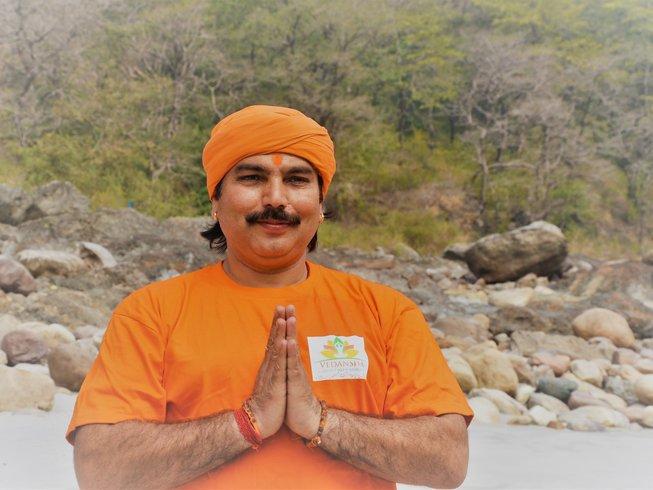 """31 Tage """"Entwicklung der weiblichen Natur"""" Frauen Yoga Retreat Rishikesh, Indien"""
