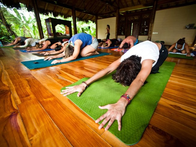 6 Days All-Inclusive Surf and Yoga in Costa Rica