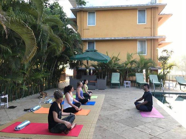 8 días retiro de yoga para hombres gay en Goa, India