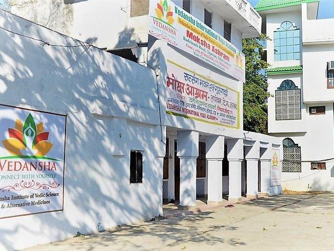 27 jours-200h en stage de yoga et formation de consultant en astrologie à Rishikesh, Inde