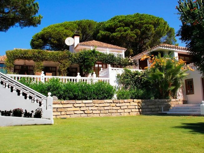 8 Days Juice Detox Hideaway and Yoga Retreat in the Province of Málaga, Spain