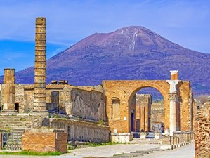 4 Day of Wonderful Yoga and Discovery Vacation in Naples, Campania