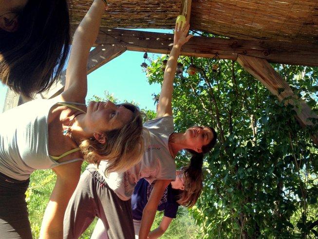 24 Tage 200-Stunden Intensive Yogalehrer Ausbildung in Saint-Michel-de-Chabrillanoux, Frankreich