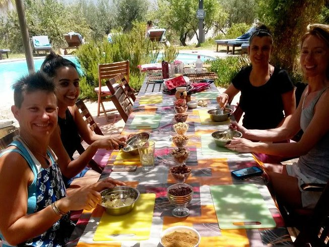 7 Days Raw Food & Yoga Cleansing Holiday in Spain