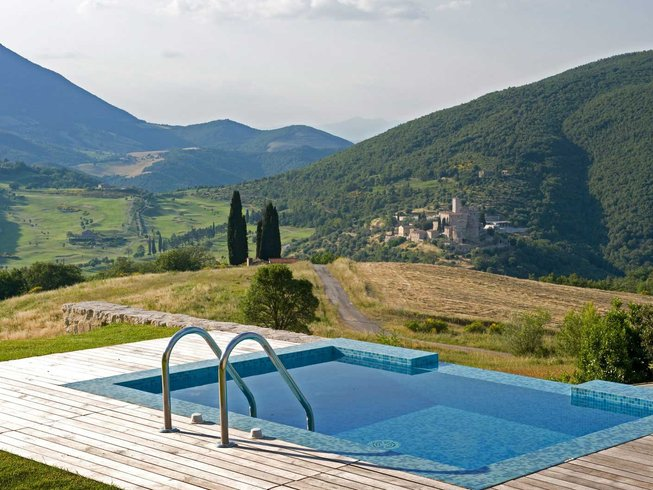 8 Days Hiking and Yoga Retreat in Perugia, Italy