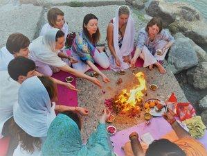 """15 Tage """"Entwicklung der weiblichen Natur"""" Yoga Urlaub für Frauen in Rishikesh, Indien"""