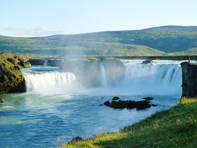 6 Days Autumn Hiking and Yoga Retreat in Iceland
