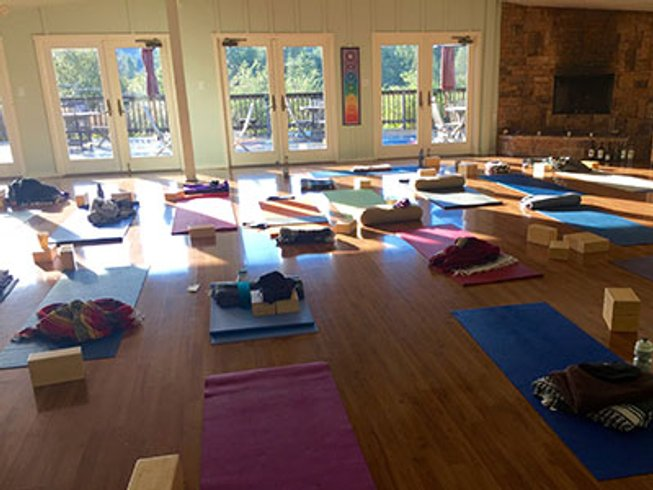 3 days summer solstice hiking wine tasting and yoga for Yoga and wine retreat