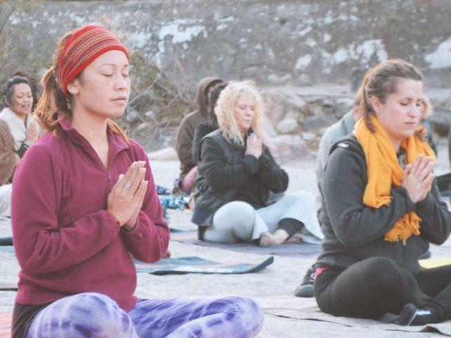 15 jours en formation de professeur de yoga et circuit de méditation à Rishikesh, Inde