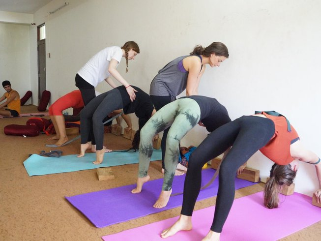 27 días profesorado de yoga de 200 horas en Dharamsala