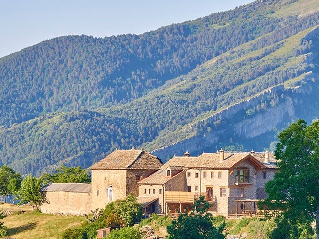 5 Days Meditative Hiking and Yoga Retreat in Spain