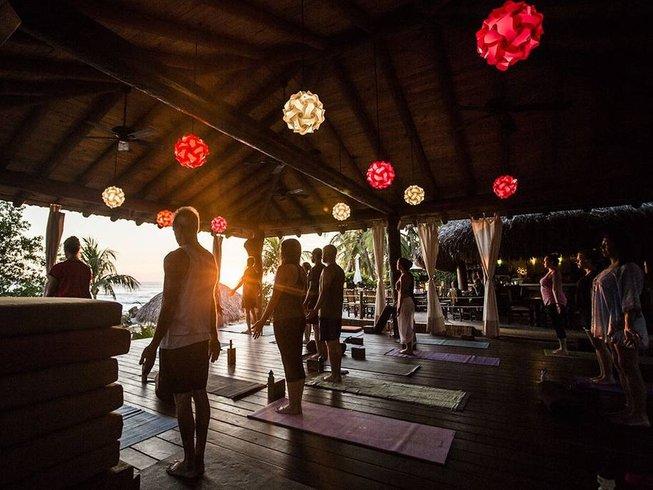 8 días retiro de yoga desintoxicante, siéntete ligero, en México
